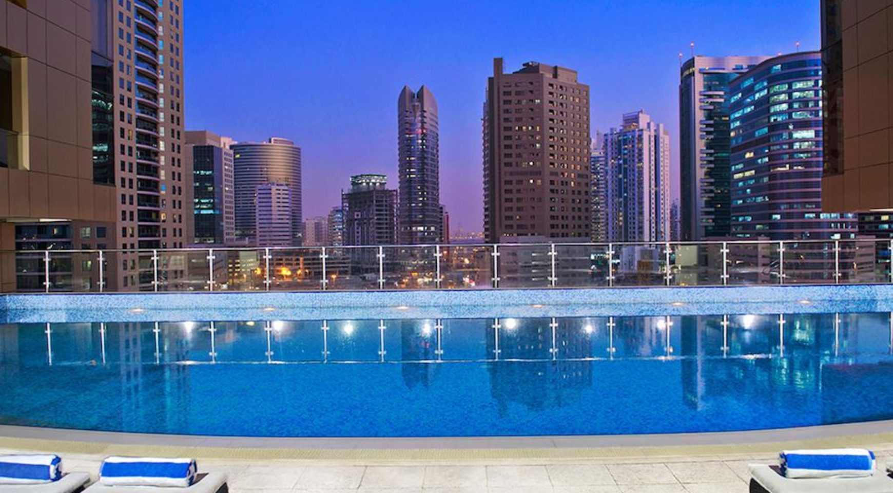 Mercure dubai barsha heights hotel suites dubai hotels guide for Dubai hotels list